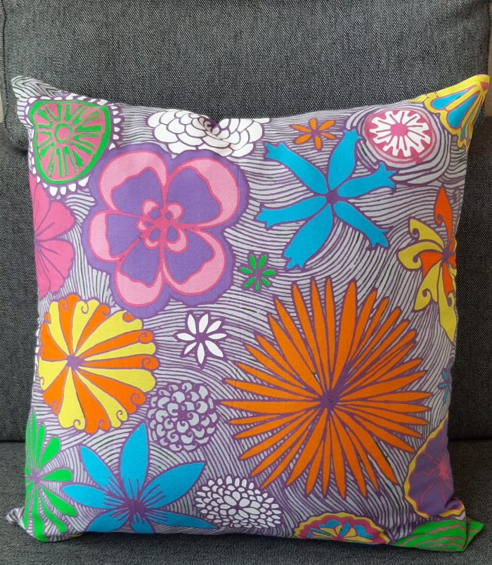 i cuddle with joy: pillow with flowers design