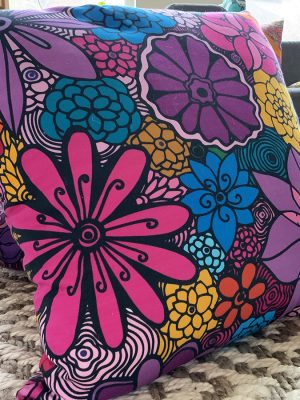 Accent-pillows-timelessbeauty-flowers-1