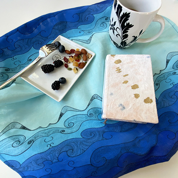 Ocean brings me serenity - blue ocean table napkin with raspberry on a plate
